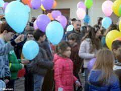 La pace è servita! Circa 300 persone hanno lanciato in cielo i palloncini 7