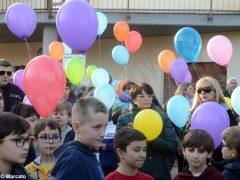 La pace è servita! Circa 300 persone hanno lanciato in cielo i palloncini 8