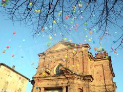 La pace è servita! Circa 300 persone hanno lanciato in cielo i palloncini 10