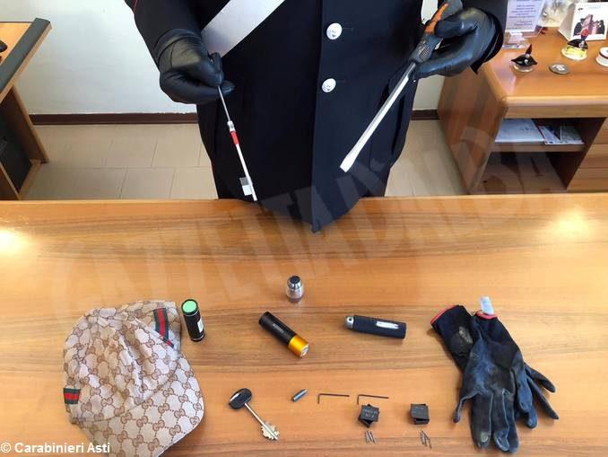 Scoperto con chiavi speciali e grimaldelli: denunciato un 26enne dai Carabinieri di Canelli 1