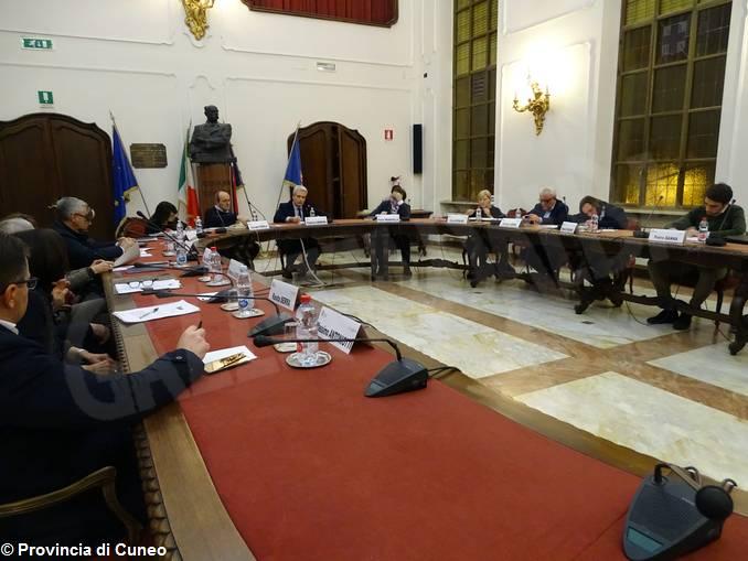 consiglio provinciale tavolo