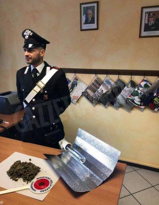 Minaccia di morte l'ex compagna. Dopo la denuncia i carabinieri trovano in casa dell'uomo marijuana e una banconota falsa