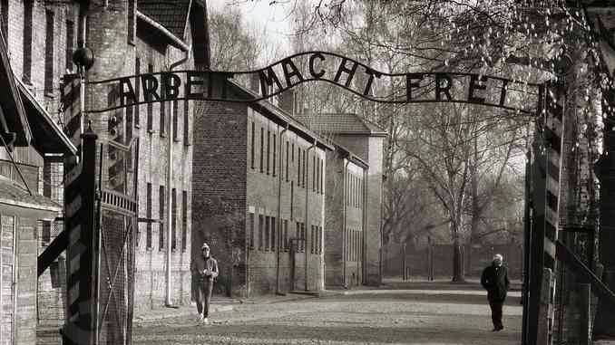 Il treno della memoria conduce ad Auschwitz