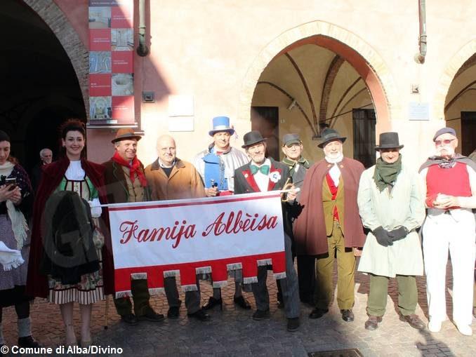 Inizia il Carnevale, le maschere incontrano e interrogano il sindaco Maurizio Marello