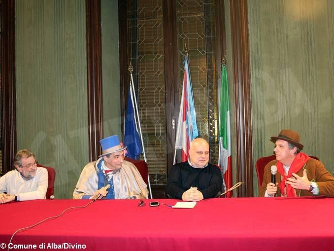 Inizia il Carnevale, le maschere incontrano e interrogano il sindaco Maurizio Marello 1