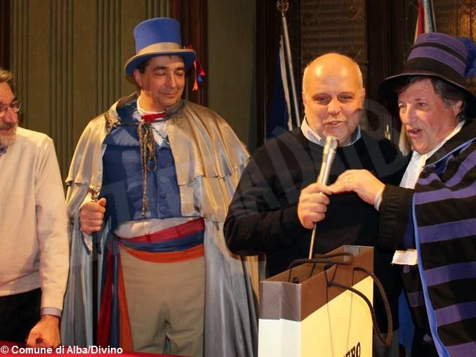 Inizia il Carnevale, le maschere incontrano e interrogano il sindaco Maurizio Marello 2