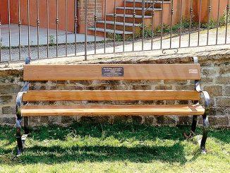 Una panchina e una fioriera per ricordare Michele e Pietro Ferrero