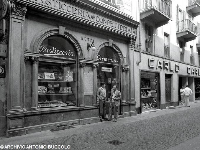 L'evoluzione della città di Alba attraverso i suoi negozi
