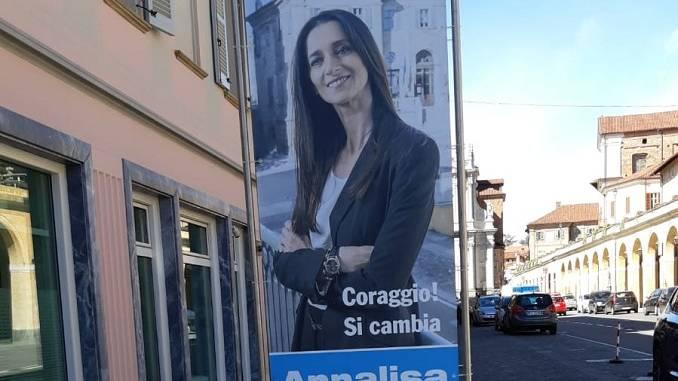 A Bra spuntano i totem del candidato sindaco Annalisa Genta
