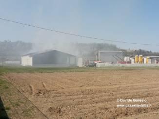 Incendio pregiudica gravemente un fienile a Monchiero