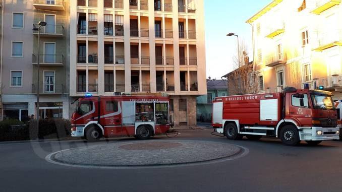 Paura per un incendio in un palazzo di piazza San Paolo ad Alba 2