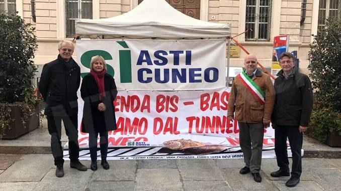Amministratori albesi al presidio permanente per l'autostrada Asti-Cuneo