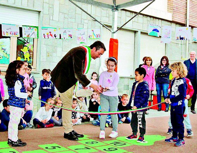 Giardino più sicuro alla scuola dell'infanzia di Canale