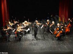 Il violino di Uto Ughi ammalia il pubblico albese nel concerto per gli 80 anni di Maria Franca Ferrero