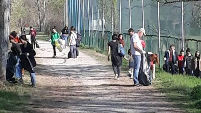 Collettivo Mononoke a parco Tanaro per ripulirlo 1