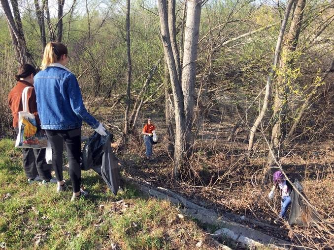 Collettivo Mononoke a parco Tanaro per ripulirlo 5