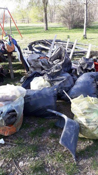 Collettivo Mononoke a parco Tanaro per ripulirlo 6
