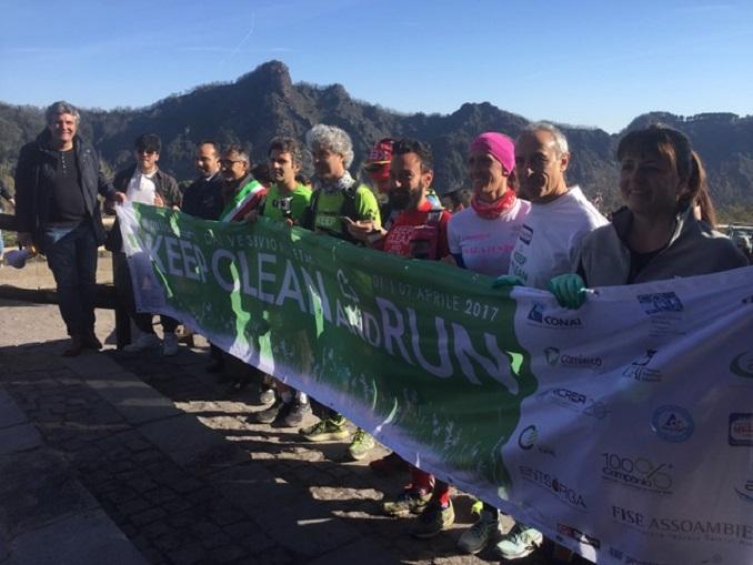 2017 Partenza sul Vesuvio con Sottosegretario Degani prima a dx (1)