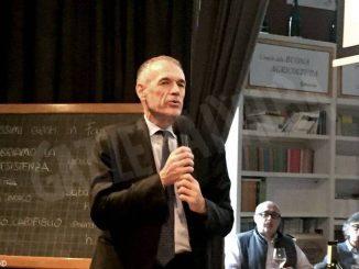 L'intervista con Carlo Cottarelli: «L'Italia ha sette vizi; è di vetro»