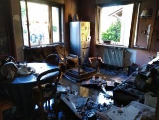 In fiamme un alloggio a Bandito per