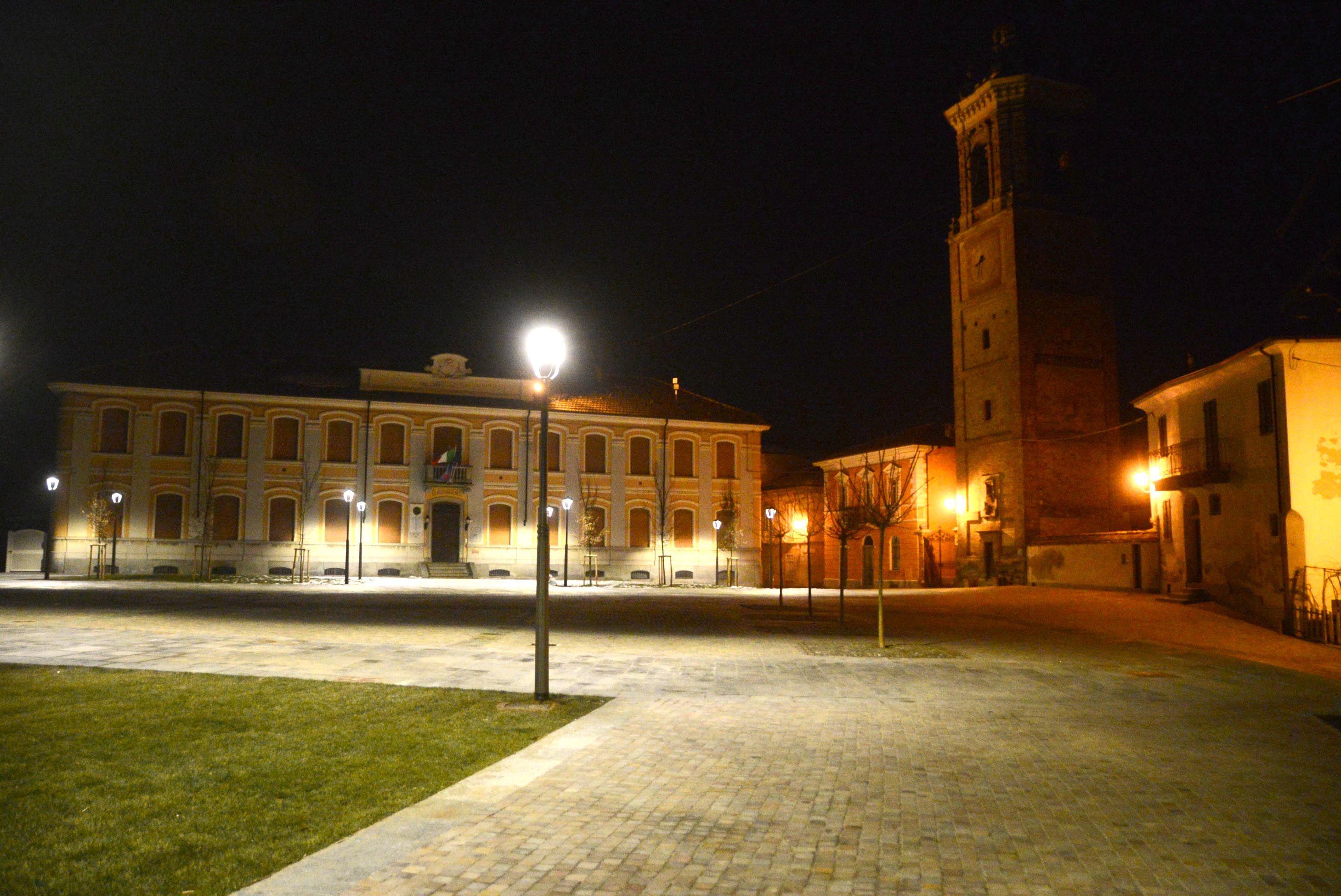La Morra piazza castello di Notte