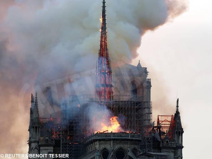 L'arcivescovo di Torino Nosiglia: «Notre Dame ci ricorda la cappella della Sindone» 1
