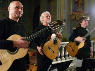 Concerto di tre chitarre classiche nella chiesetta della Sacra famiglia a Dogliani