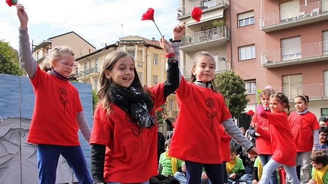 """I bambini portano in scena l'anteprima de il """"Piccolo principe"""" in piazza San Paolo 5"""