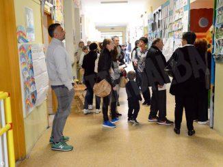 Tanti elettori e tanta solitudine: il nostro tour tra i seggi albesi 1