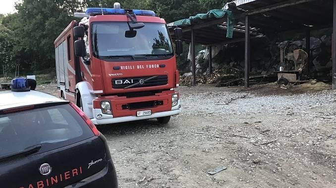 Si ribalta il trattore, nulla da fare per un uomo di 65 anni