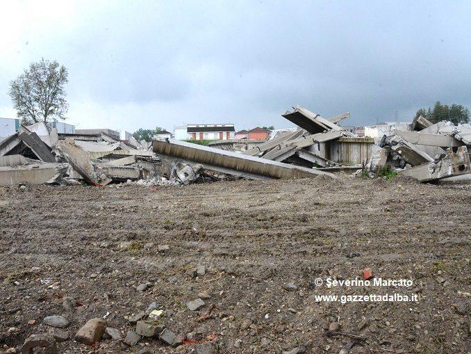 Demolito lo scheletro del multisala mai realizzato in corso Asti, al suo posto un centro commerciale innovativo