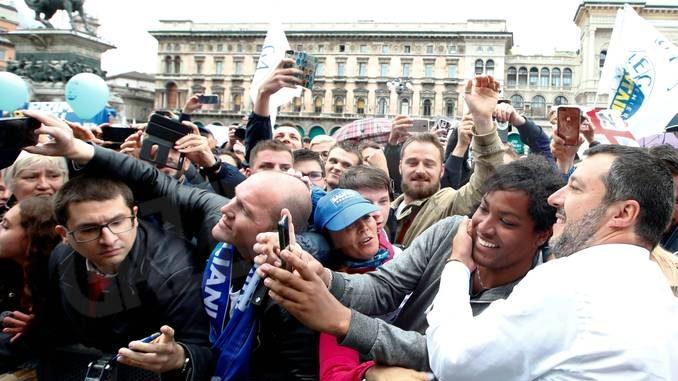 """I balconi mettono a nudo tutto lo """"scuorno"""" d'Italia 1"""