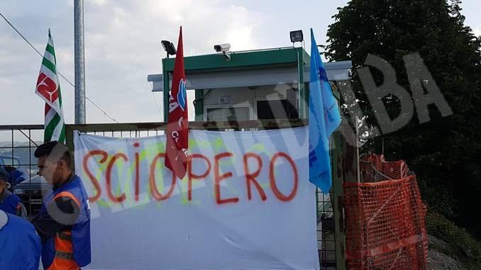 Lavoratori in sciopero al cantiere del nuovo ospedale 1