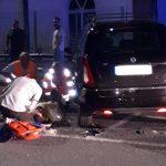 Alba: moto si schianta contro auto in sosta in piazzale Beausoleil, due feriti