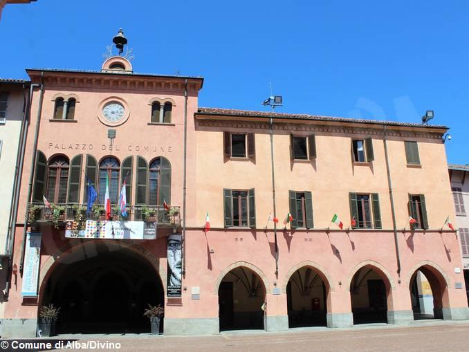 Palazzo_comunale_Alba