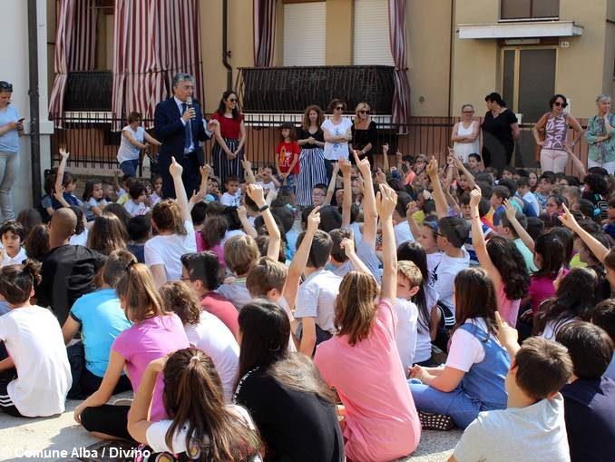 Festa di fine anno per il Piedibus: premiate le classi che partecipano di più