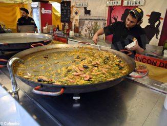 Fotogallery: il mercato europeo in piazza Sarti 3