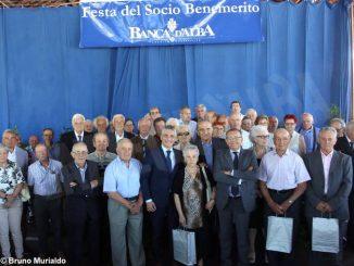 Alba: il sindaco Carlo Bo alla premiazione dei soci benemeriti di Banca d'Alba