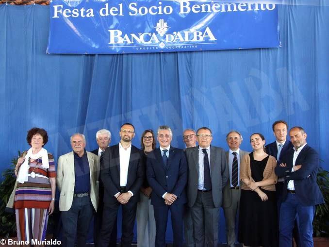 Alba: il sindaco Carlo Bo alla premiazione dei soci benemeriti di Banca d'Alba 1