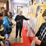 Santi della porta accanto: la mostra lascia il segno nei ragazzi che la visitano