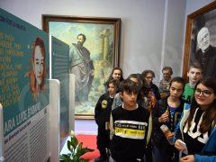 Santi della porta accanto: la mostra lascia il segno nei ragazzi che la visitano 4
