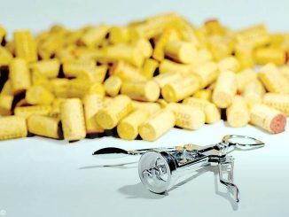 Sughero o capsula: la disfida dei tappi