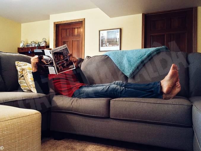 uomo divano