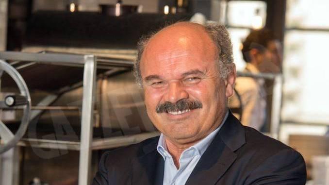 Oscar Farinetti riceve il premio Valorizzazione del Made in Italy da 50 top pizza 1