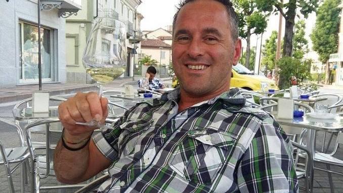 E' Stefano Usino, dipendente di 44 anni della Ferrero, il centauro morto nell'incidente di La Morra