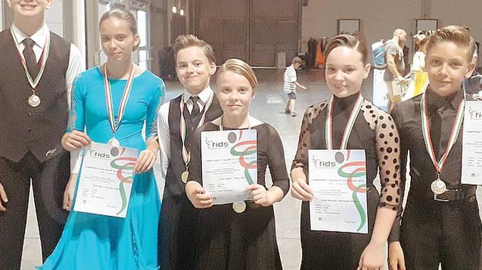 Tre titoli italiani nel ballo liscio per Universal dance