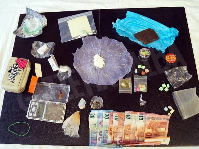 Stupefacenti: arrestati per il possesso ai fini di spaccio di 50 grammi di varie sostanze