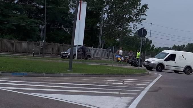Incidente in corso Torino tra una moto e un furgoncino, lunghe code in uscita dalla città