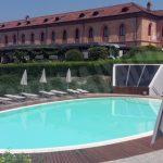 Cinque minorenni fanno una visita notturna alla piscina dell'Agenzia di Pollenzo.