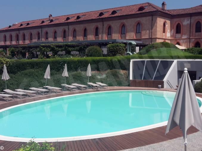 piscina albergo agenzia pollenzo